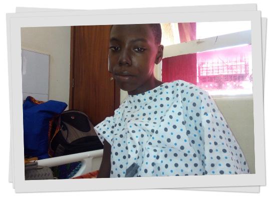 Nina im Krankenhaus am Tag nach ihrer offenen Herz-Operation